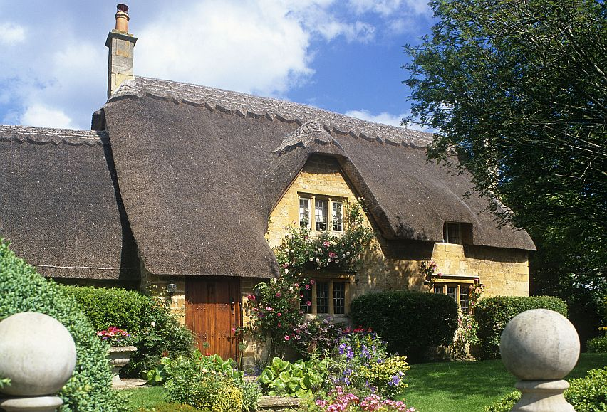 A honey-coloured, thatched Cotswold stone house that epitomises the beauty of the Cotswolds.