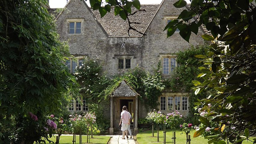 Kelmscott Manor, the summer home of William Morris. Copyright Society of Antiquaries.