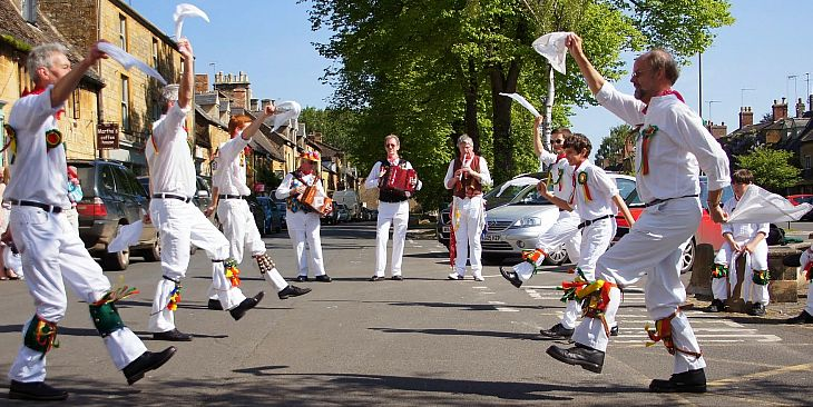 The Chipping Campden Morris Men performing in Moreton-in-Marsh. Picture by Julia Lindop