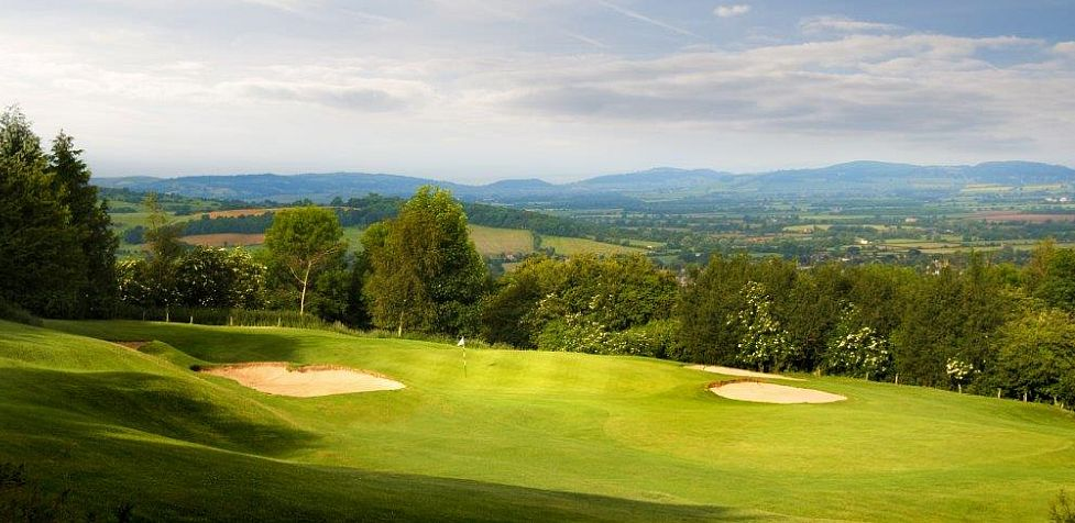 Broadway Golf Club, situated on Willersey Hill, is one of the oldest in the Cotswolds and offers wonderful views across the Vale of Evesham.