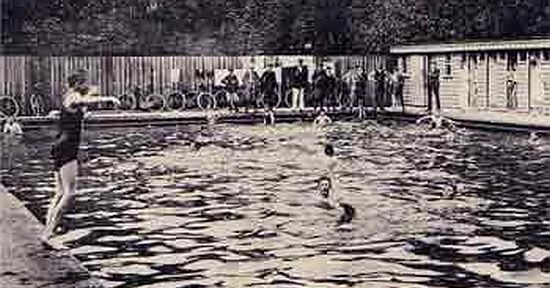 Cirencester Open Air Swimming Pool in 1908.