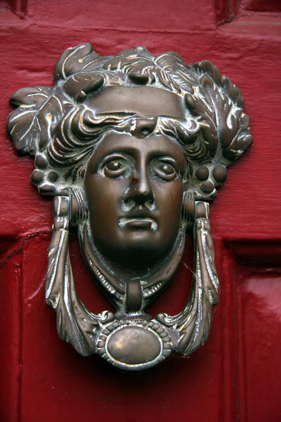 A door knocker in Broadway.